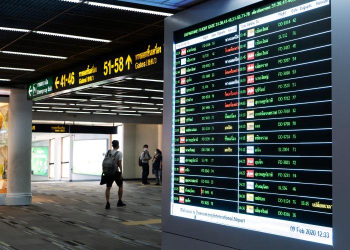 Panel de vuelos de aeropuerto suministrado a AENA